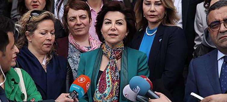 Turchia, un tweet manda a processo la giornalista Sedef Kabas