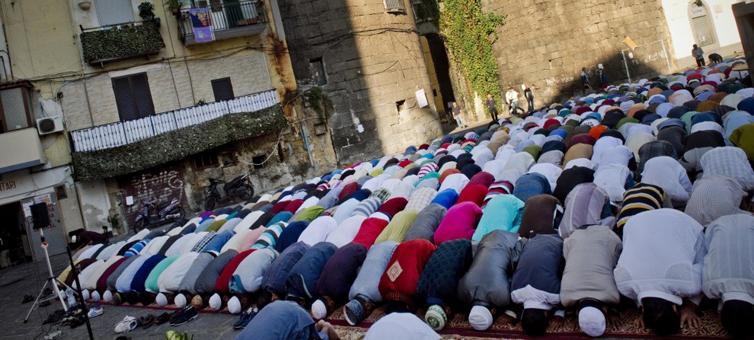 Pregare il Corano a Napoli: le storie di dieci convertiti