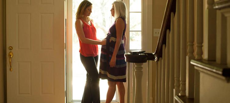La maternità surrogata è mercimonio solo se resta illegale e clandestina.
